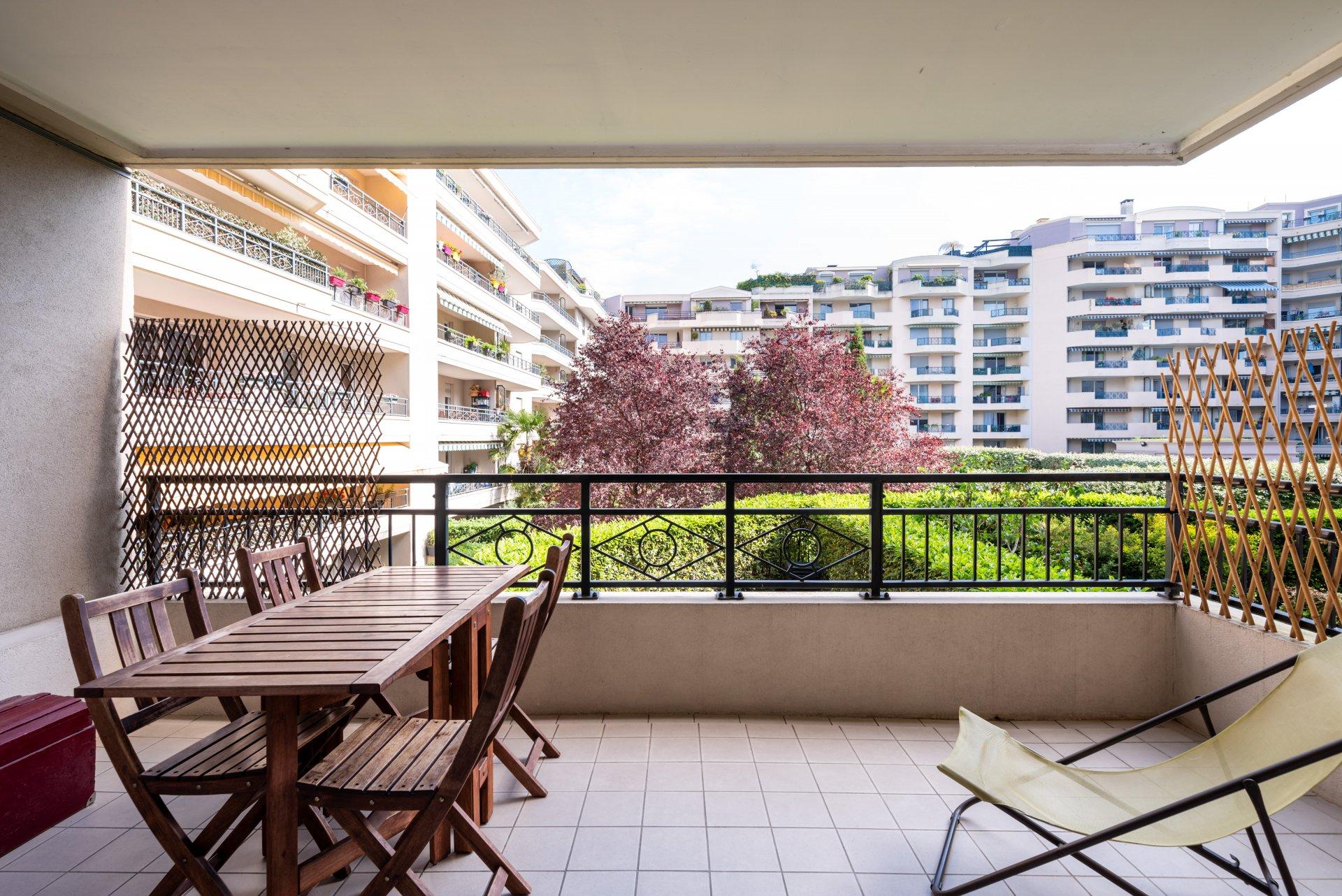 Lyon 3 -T4 92m² balcon, cave, box et piscine