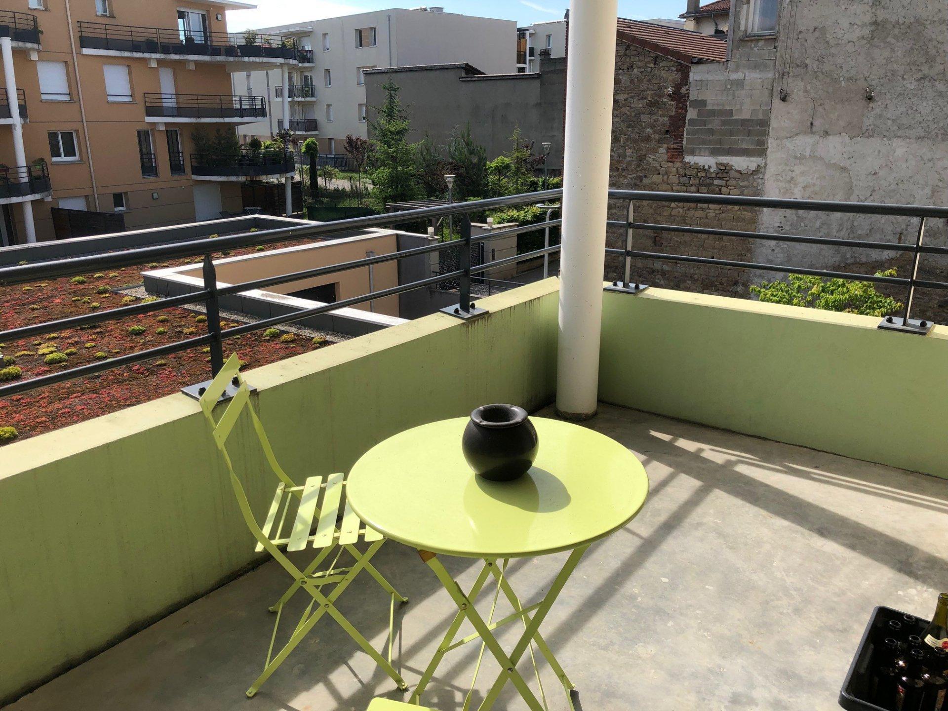 SAINT-PRIEST-EN-JAREZ- Appartement T2 avec balcon +  place de parking