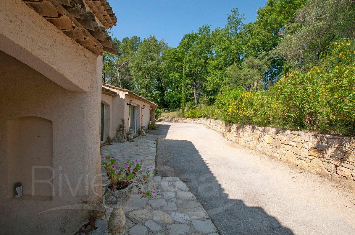 Villa 3 chambres avec appartement et vues, près de Valbonne