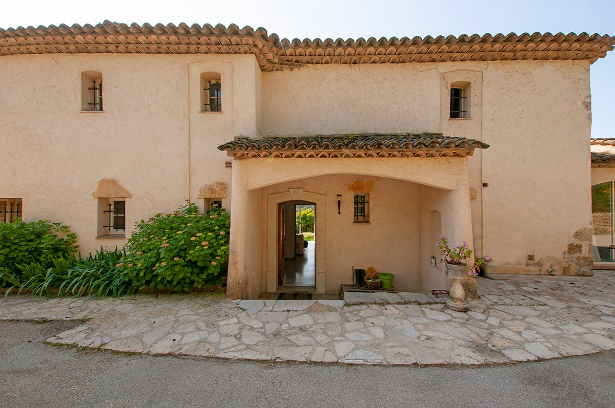 3 bed Villa with Apartment and Views, near Valbonne