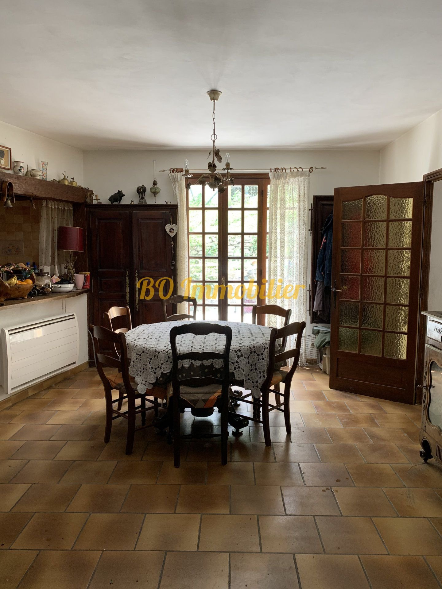 Maison individuelle de 100m² + garage de 100m² + 12000m² de terrain.