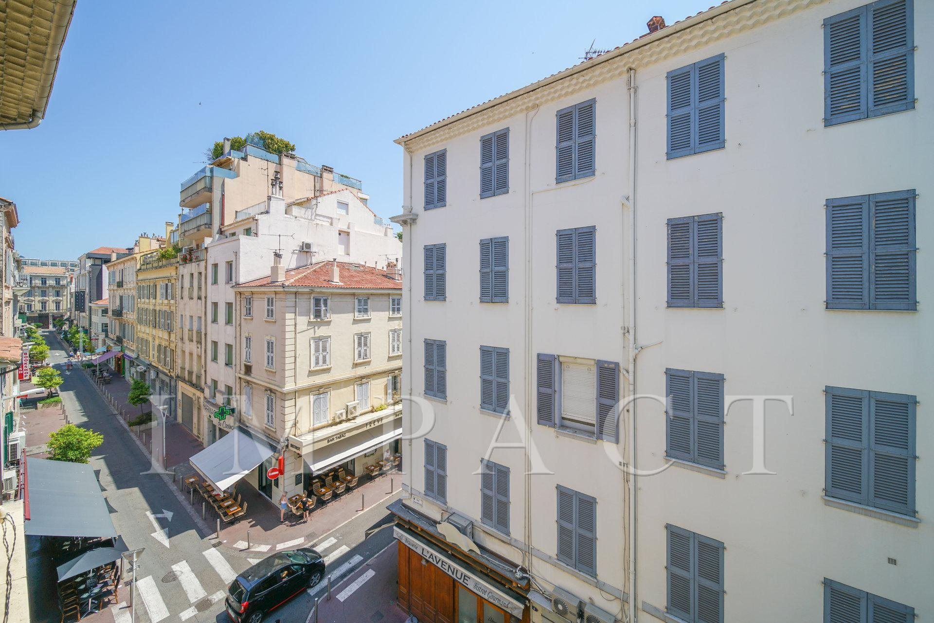 Beautiful 3 bedroom apartment  to rent in the city center of Cannes