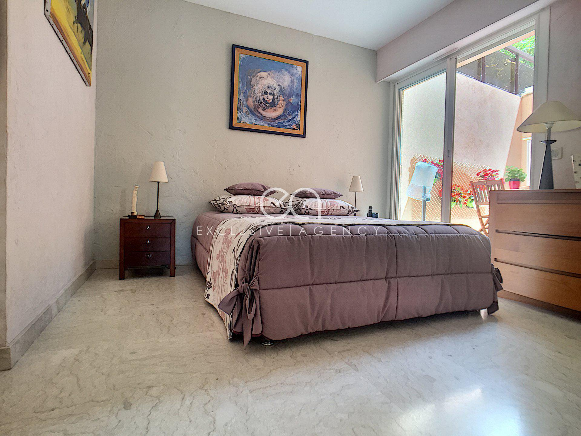 LE CANNET SALE 3 ROOMS 104 M2 WITH TERRACE AND SEA VIEW
