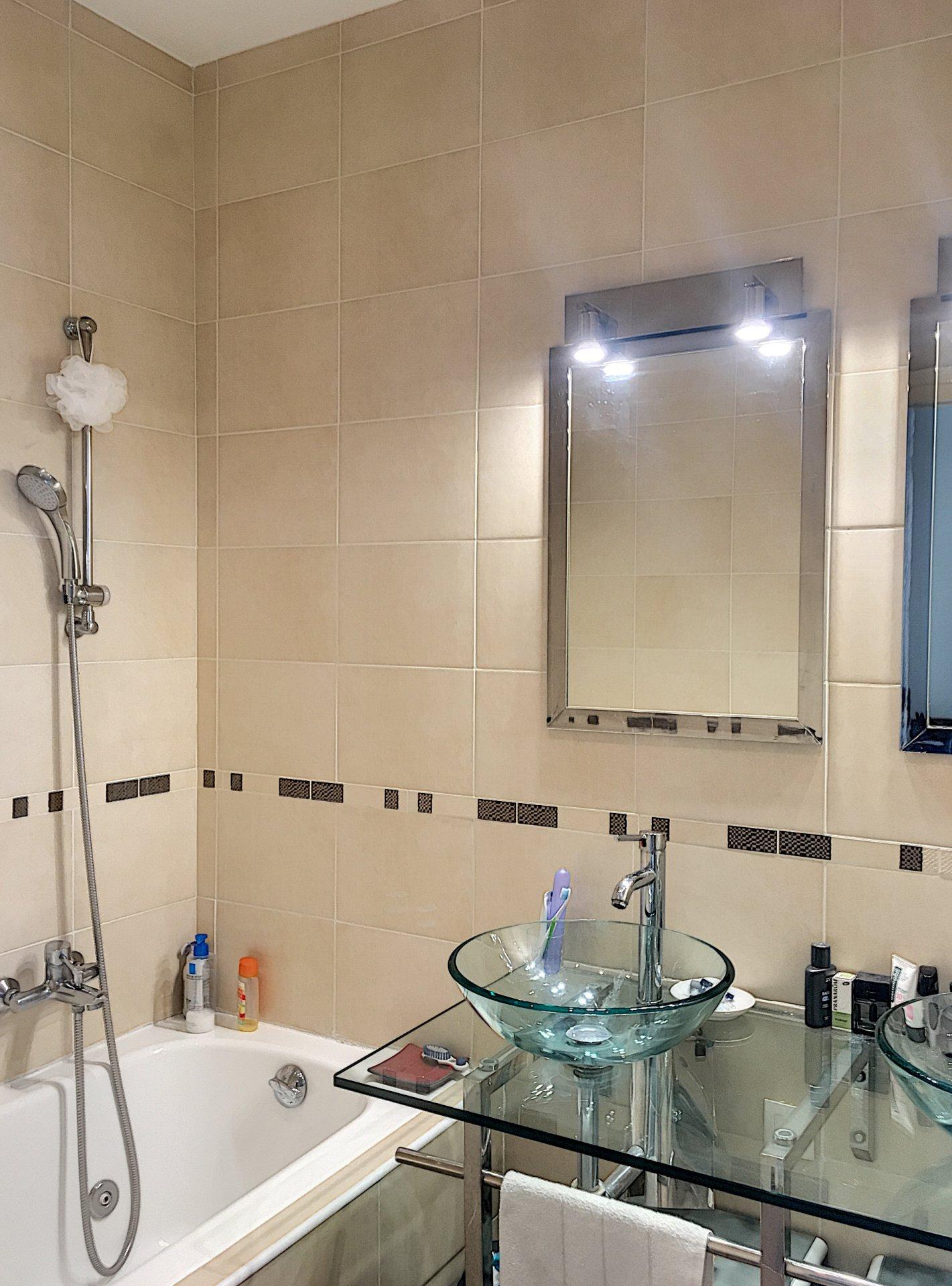 VENCE (06140) - Appartement -2 chambres - 3/4 pièces