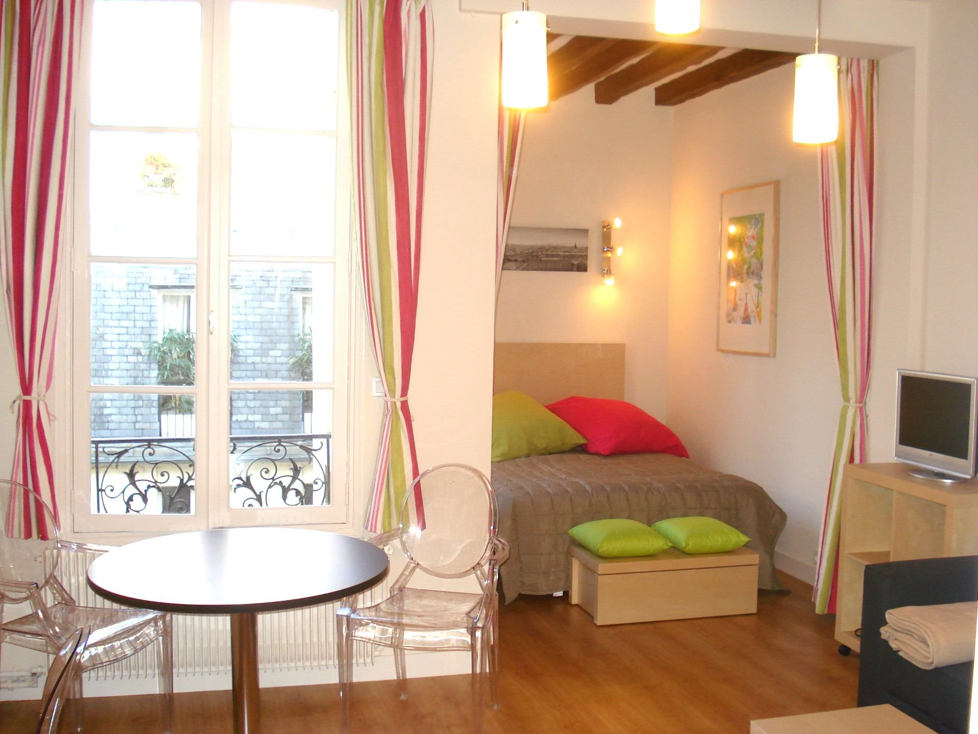 PARIS 75007- Rue de Verneuil - Grand studio -31m2