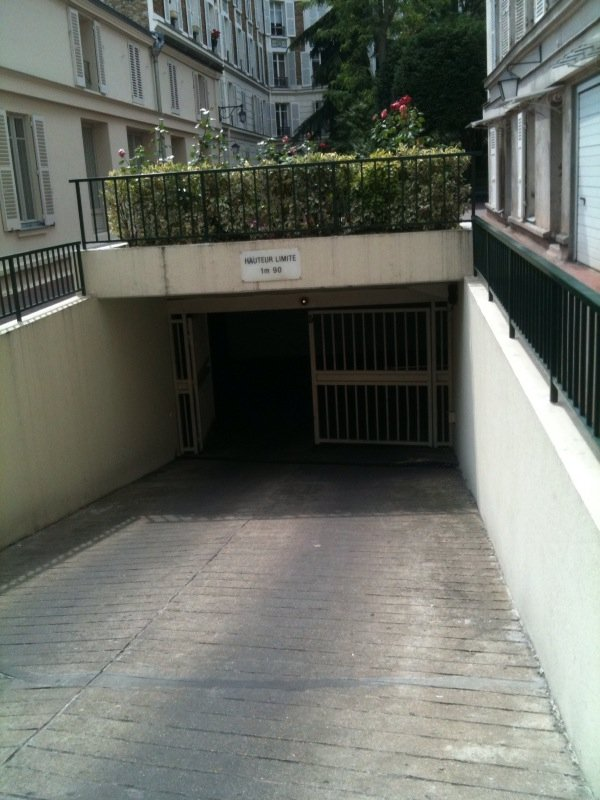 PARIS 75007 - GROS CAILLOU - rue Saint-Dominique Parking / box