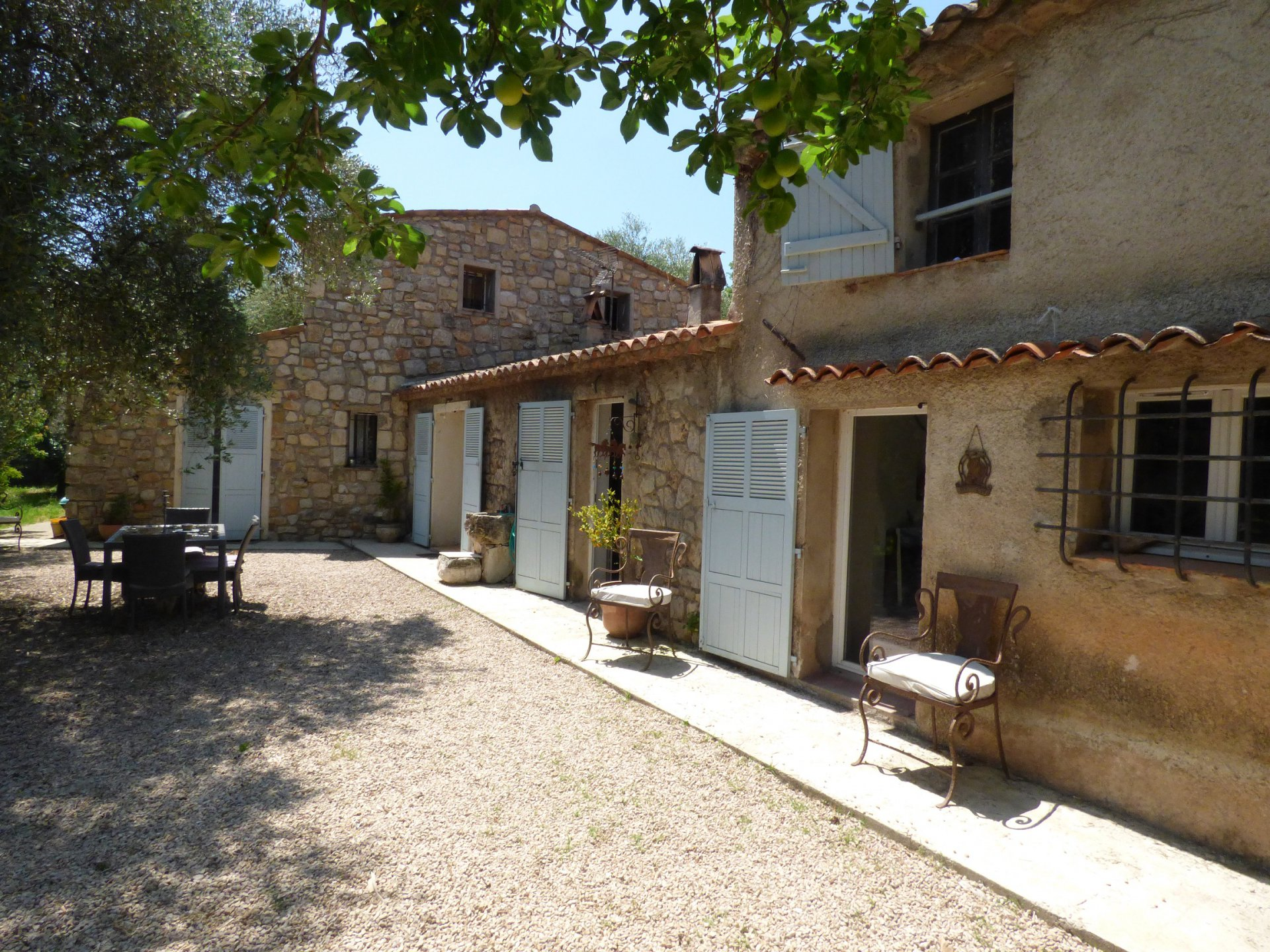 Beautiful authentic villa for sale on the Cote d'Azur