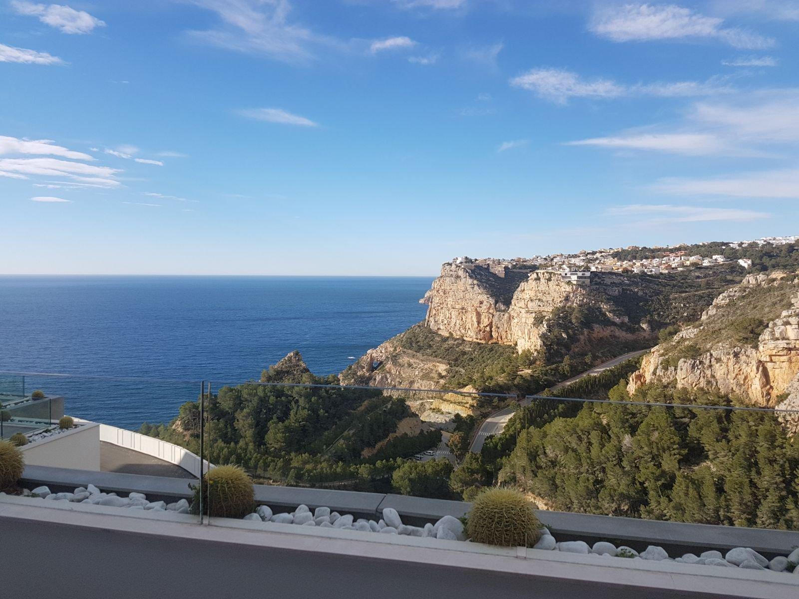Prachtig luxe nieuwbouw appartement met groot terras en open zeezicht