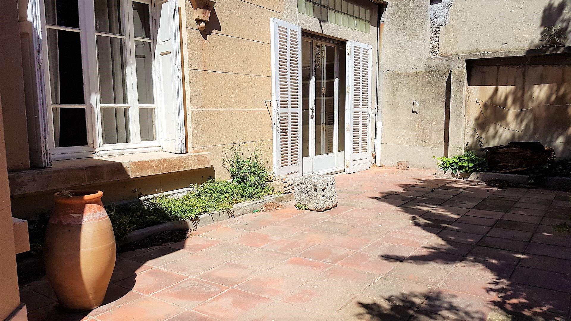 Villa type 6 avec dépendance/ garage sur 513 m²