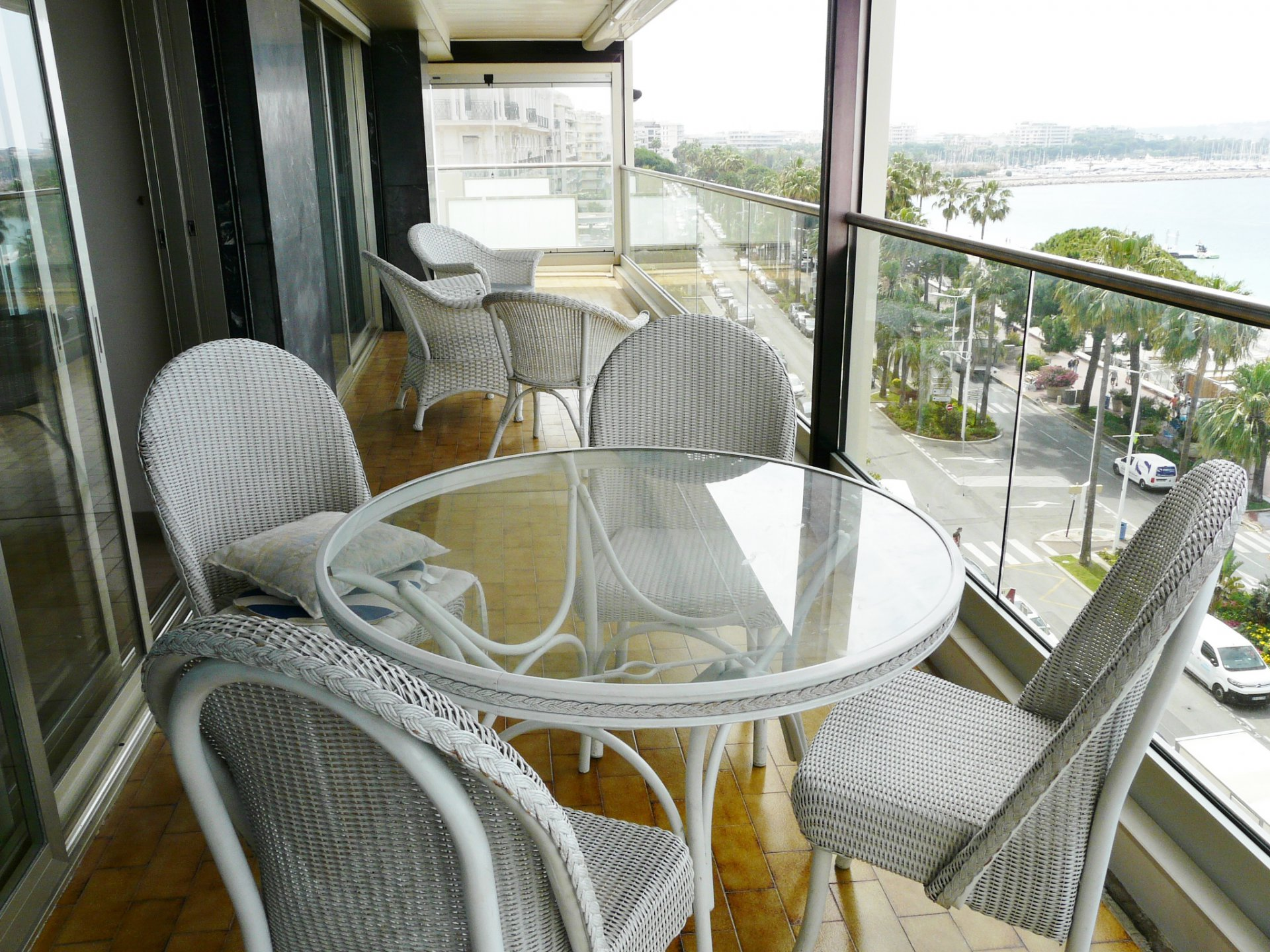 LAST FLOOR APARTMENT WITH PANORAMIC SEA VIEW