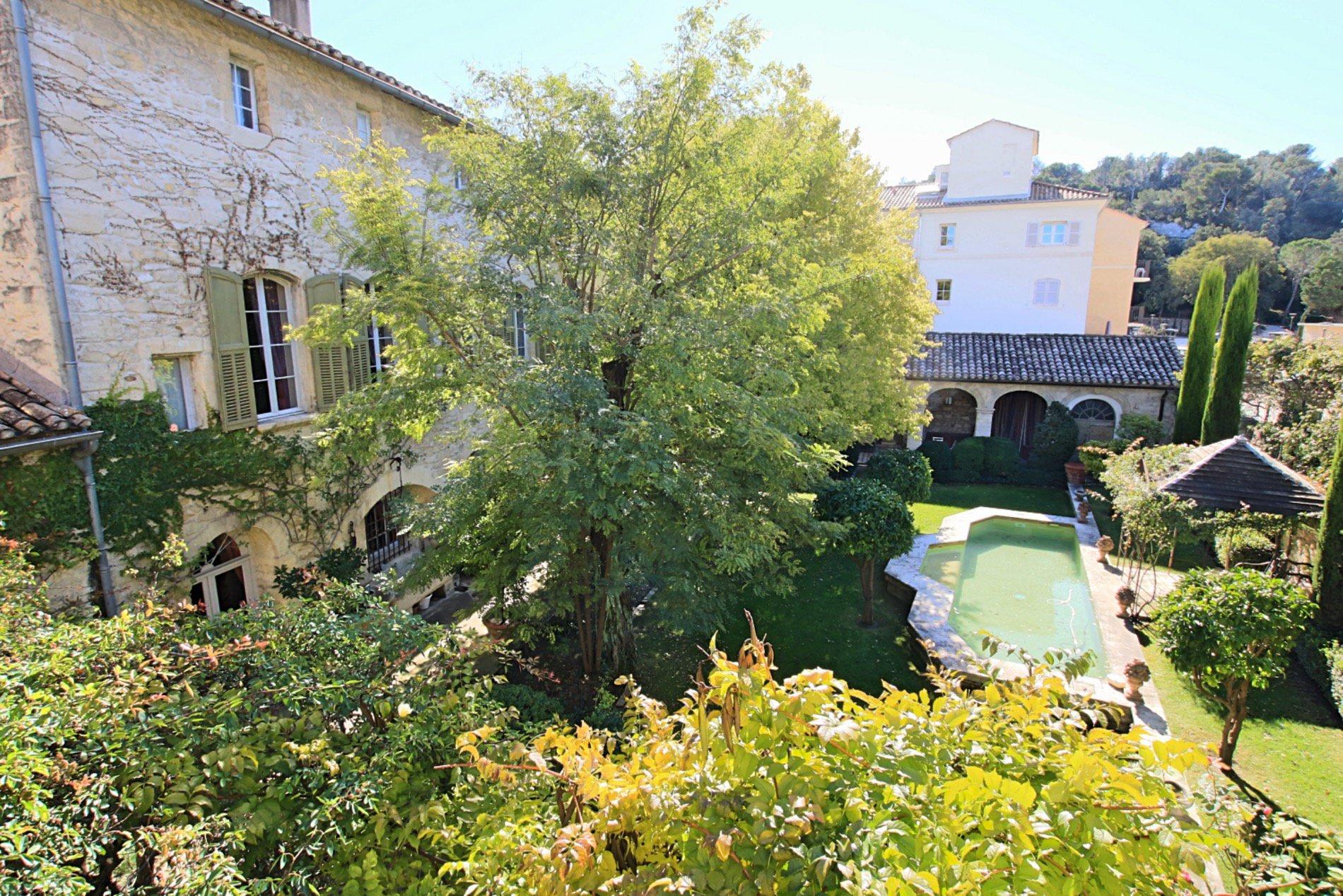 Avignon . Somptueux Hotel Particulier