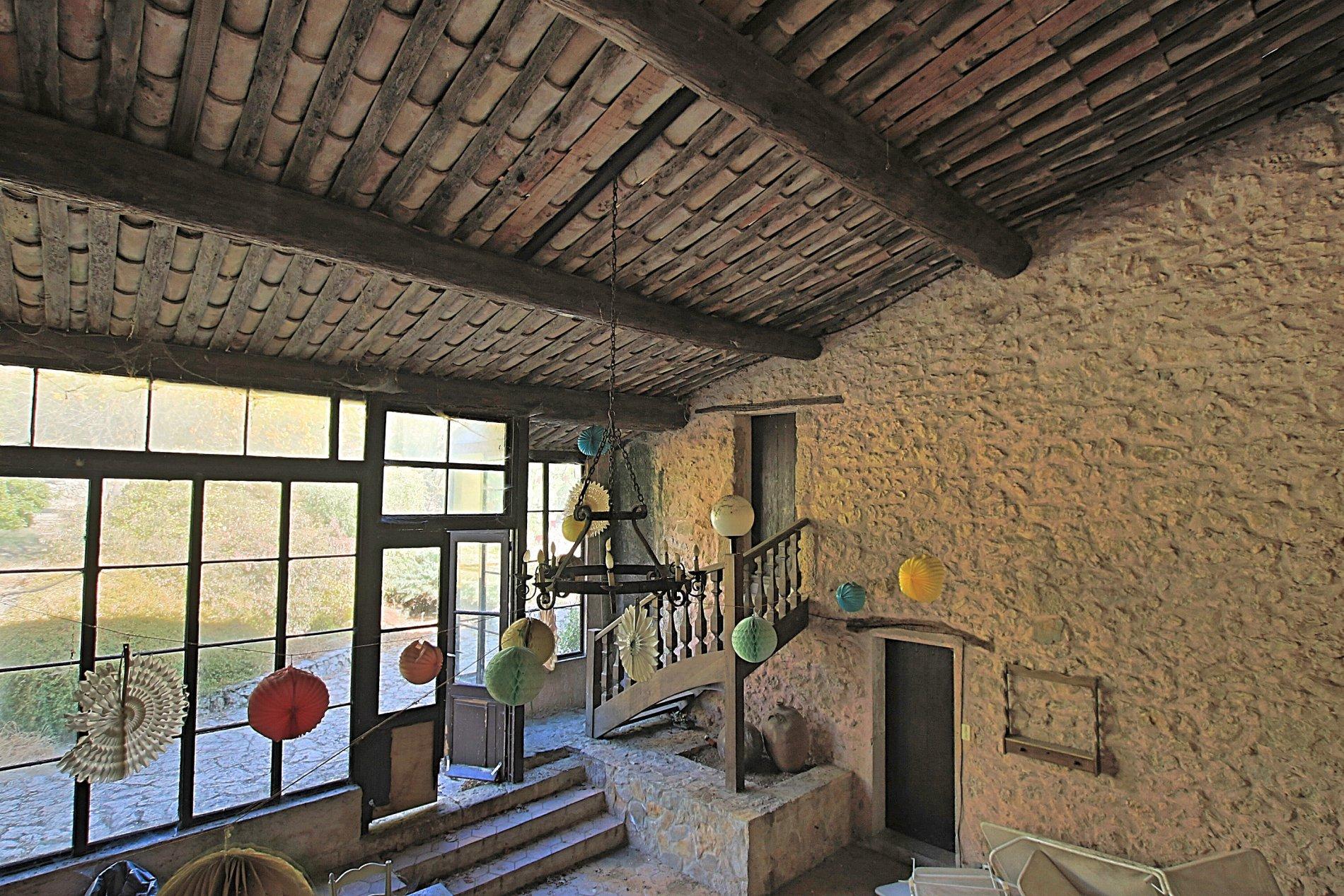Winery near Saint Maximin la Sainte Baume, 180 ha.