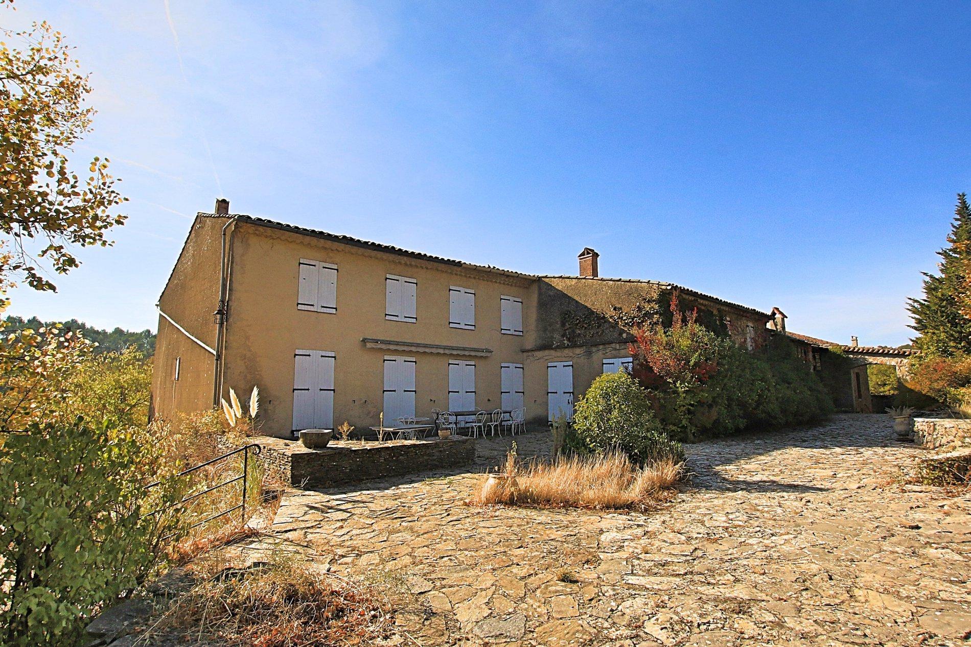 Domaine proche de Saint Maximin la sainte Baume, 180 ha.