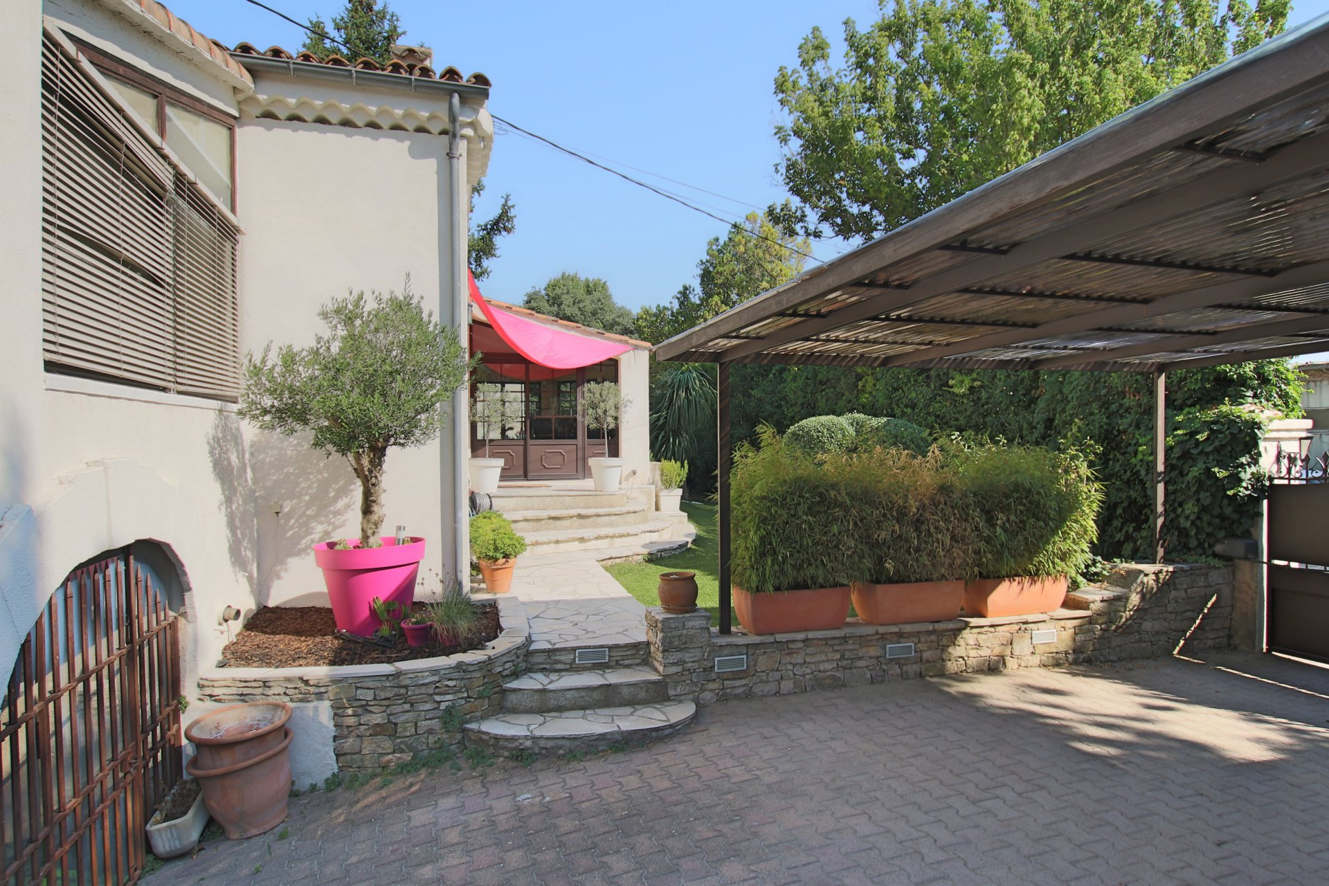 Architect Villa in town on one level / Aix-en-Provence