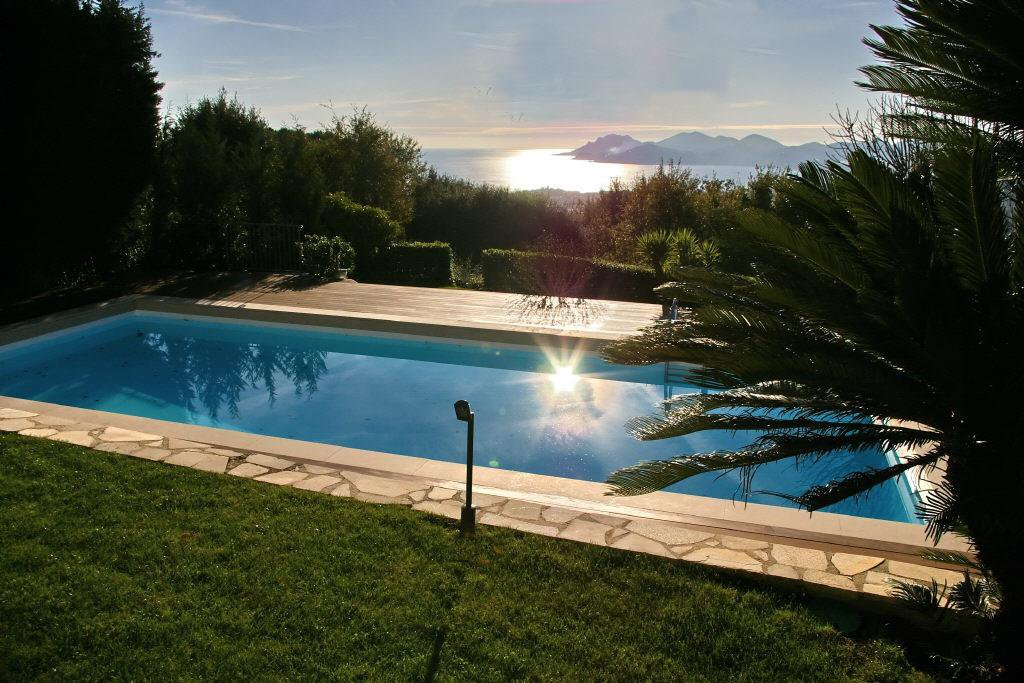 ON THE HILLS, WITH SEA VIEW, VILLA IN PERFECT CONDITION OF  330 M²