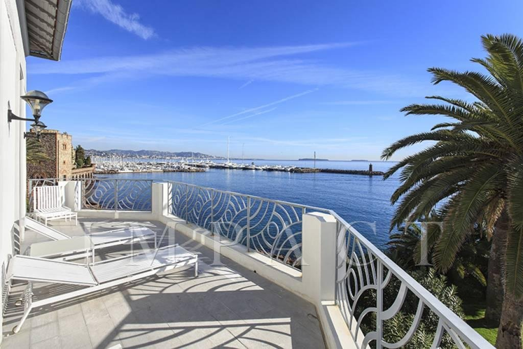Luxury Waterfront villa to rent - Mandelieu
