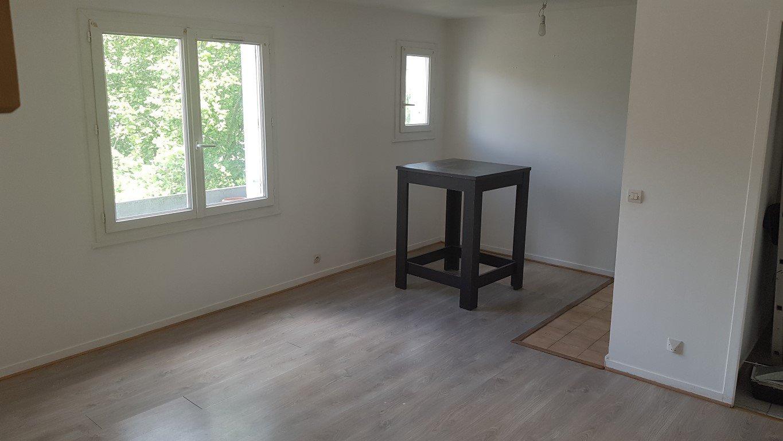 Sale Apartment - Saint-Chéron