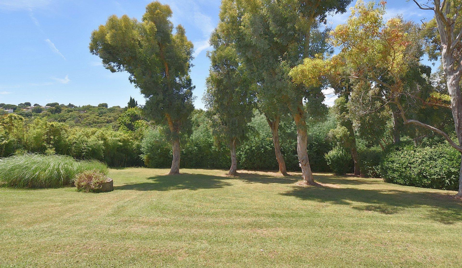 Ancienne ferme avec superbe parc