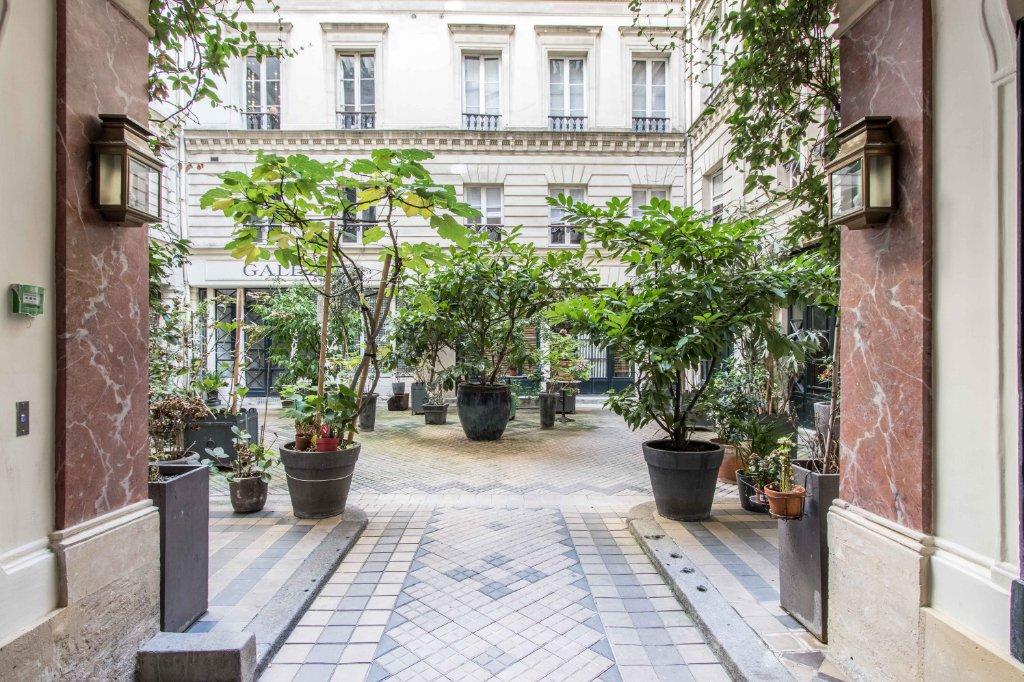 Appartement Paris 5 pièce(s) 121.07 m2