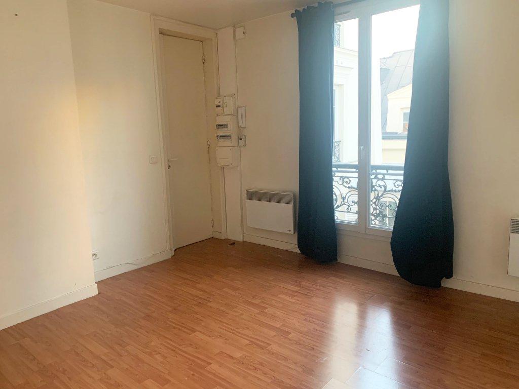 Studio vide 24 m² 75002