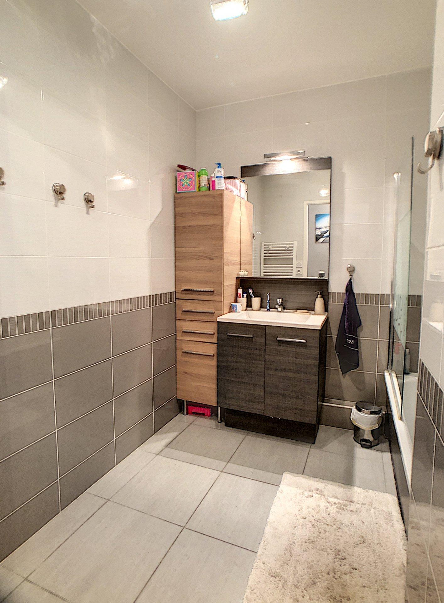 CAGNES SUR MER (06800) - appartement 3 pièces - RDJ - parking