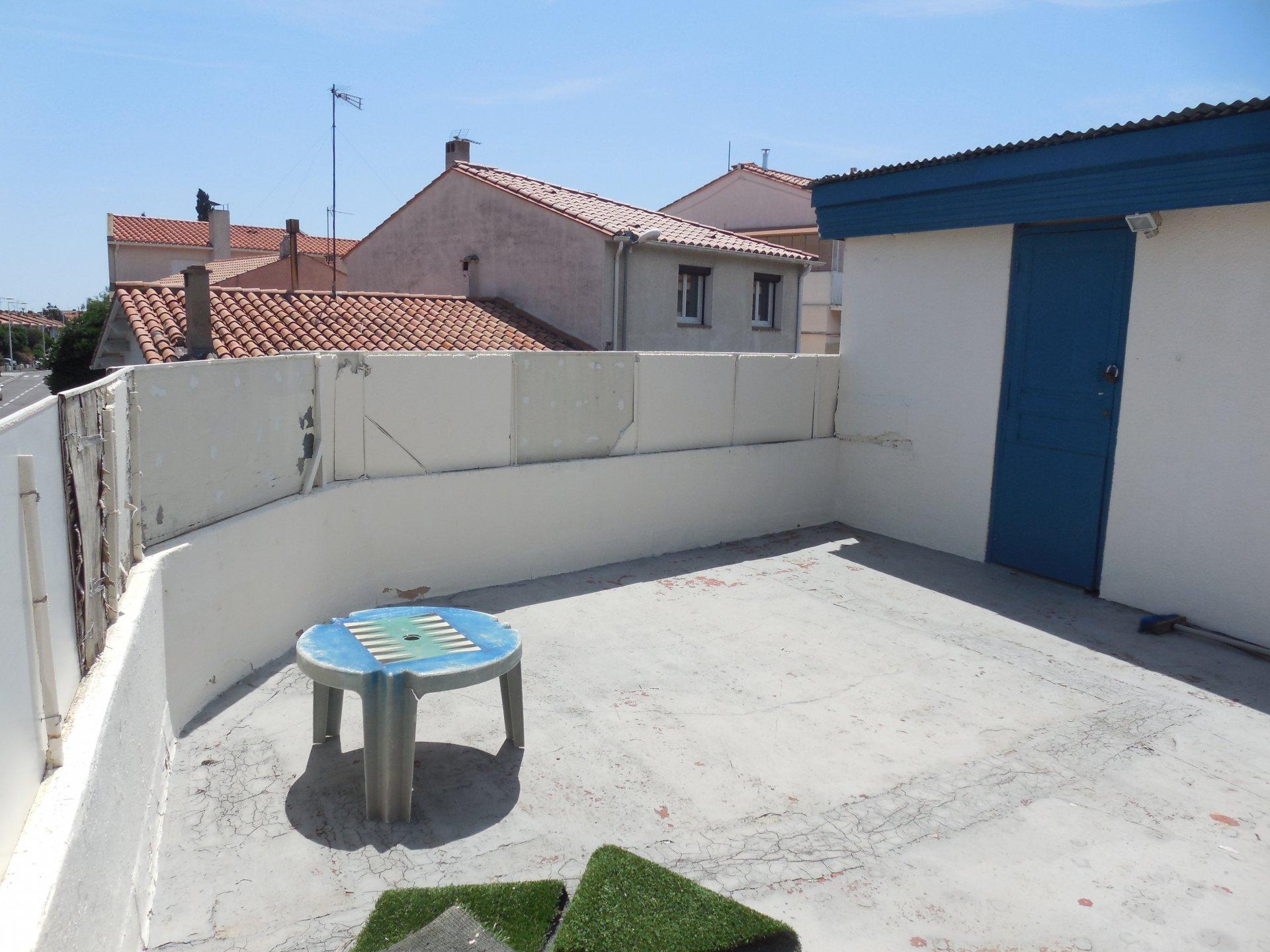 Perpignan Est. À vendre maison de ville avec local commercial et dépendances