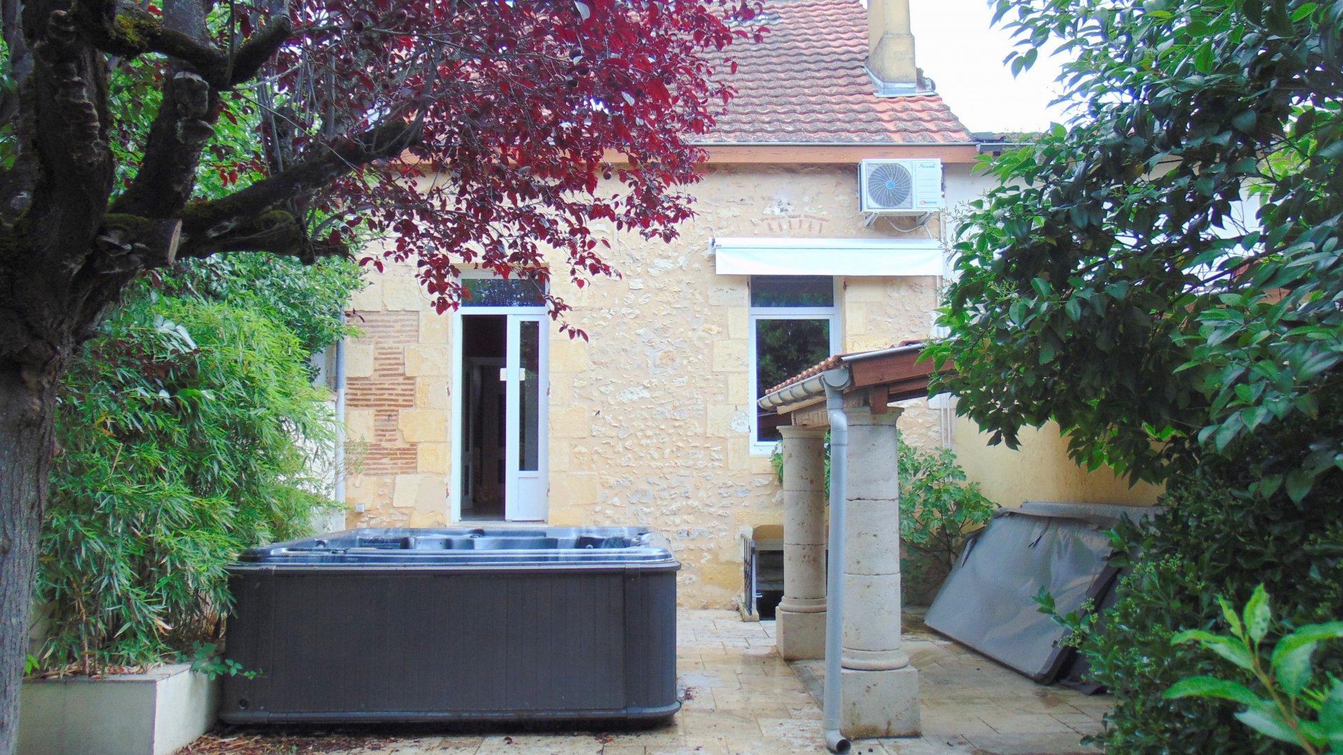 Maison de ville sur jardin terrasse avec SPA