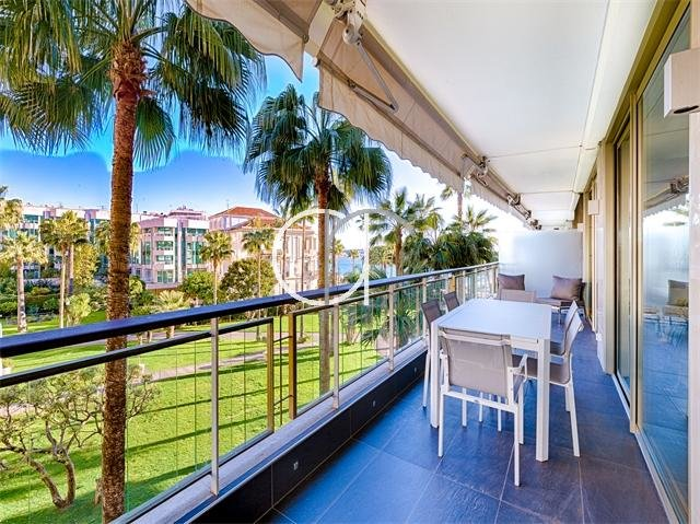 CROISETTE - 3 BEDROOMS WITH SEA VIEW