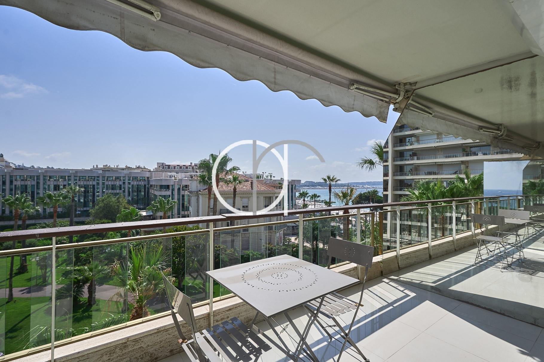 CROISETTE - GRAND HOTEL - 2 BEDROOMS WITH SEA VIEW