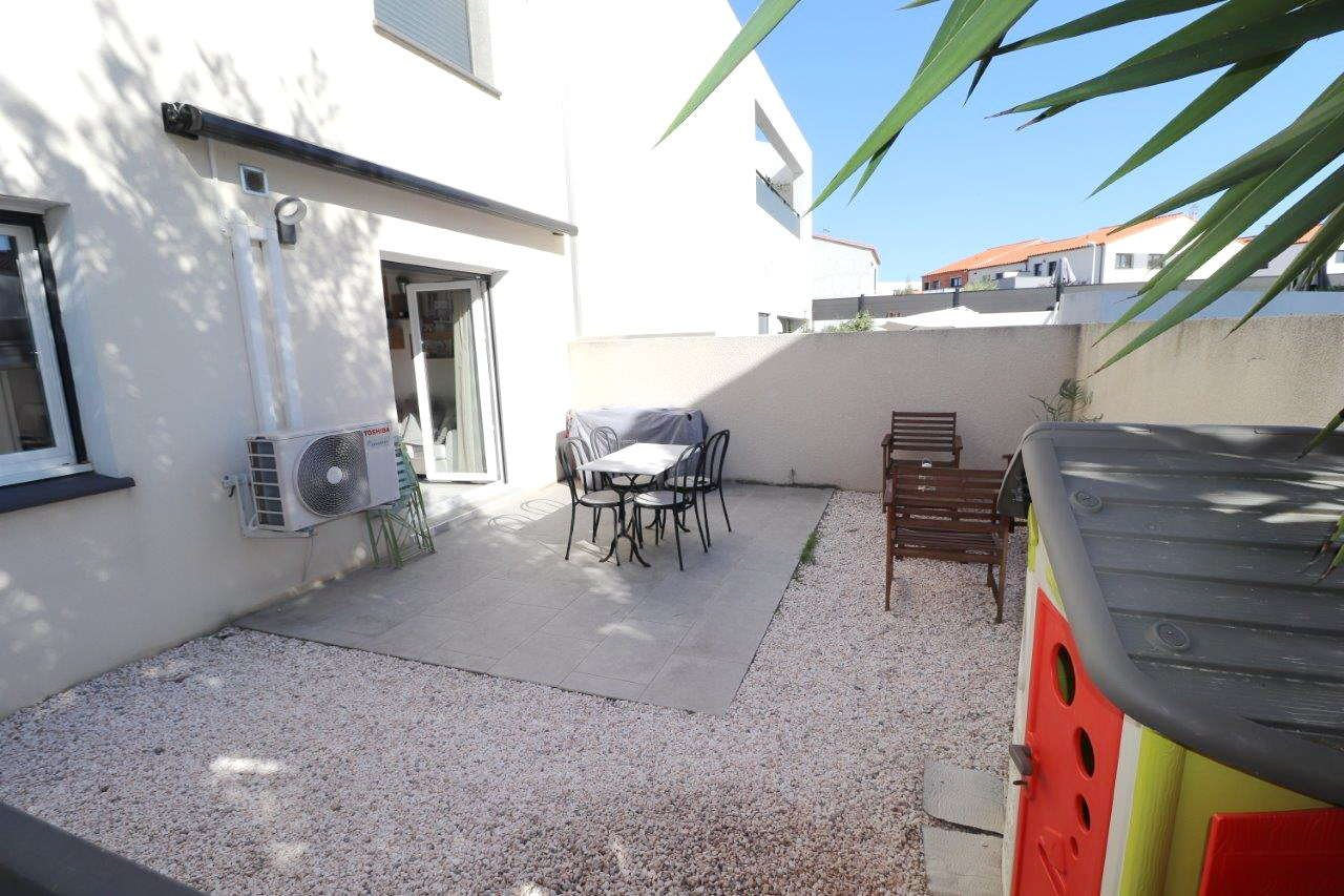 Perpignan sud, à vendre superbe T3 avec jardin et terrasse, emplacement de parking.