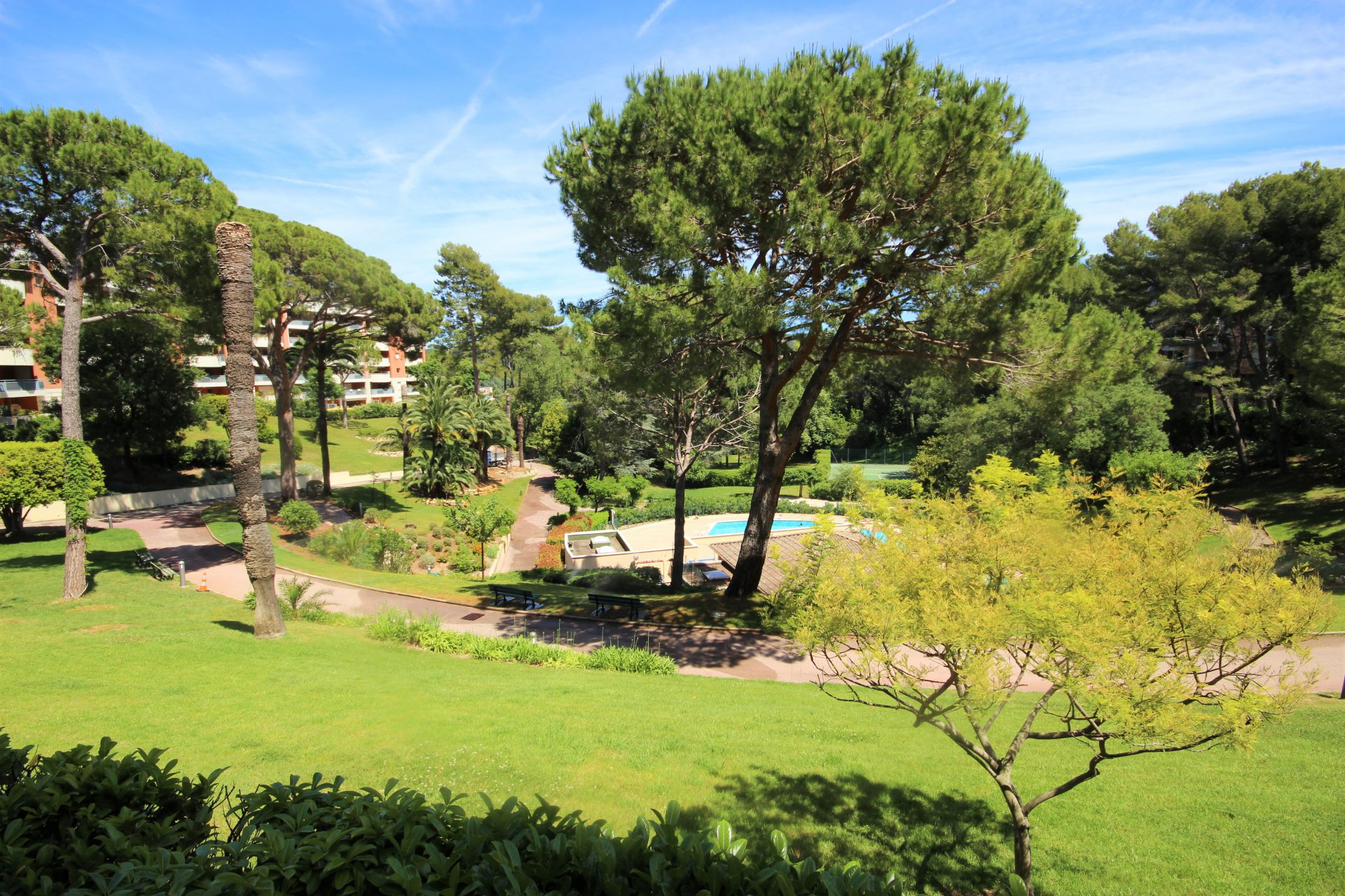CANNES WEST SALE 2 ROOMS RESIDENCE IN A QUIET AREA WITH TENNIS COURT AND SWIMMING POOL