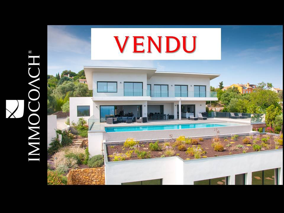 Modern property with sea view in Carqueiranne