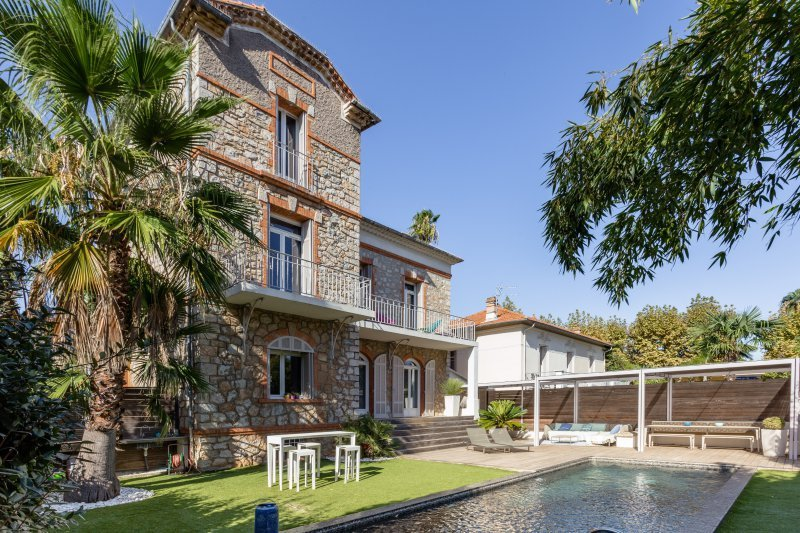 VILLA HOUSE FOR SALE À HYERES