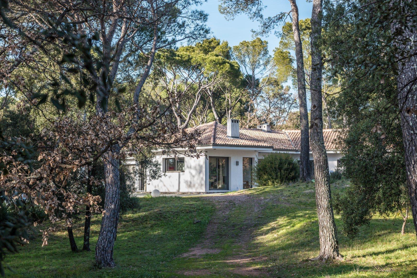 Architect villa on 2 ha land near of the forest