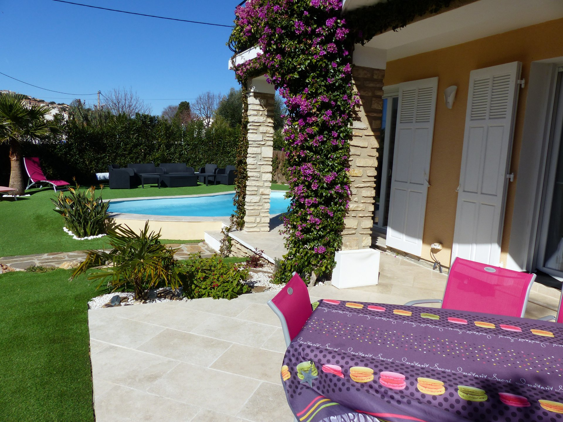 6 BEDROOM VILLA/HOUSE FOR SALE IN CARQUEIRANNE