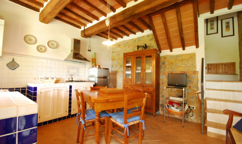 ITALY, TUSCANY, CHIANTI, APARTMENT ON THE HILL IN FARMHOUSE WITH POOL, 4 PERSONS, 2 BEDROOMS