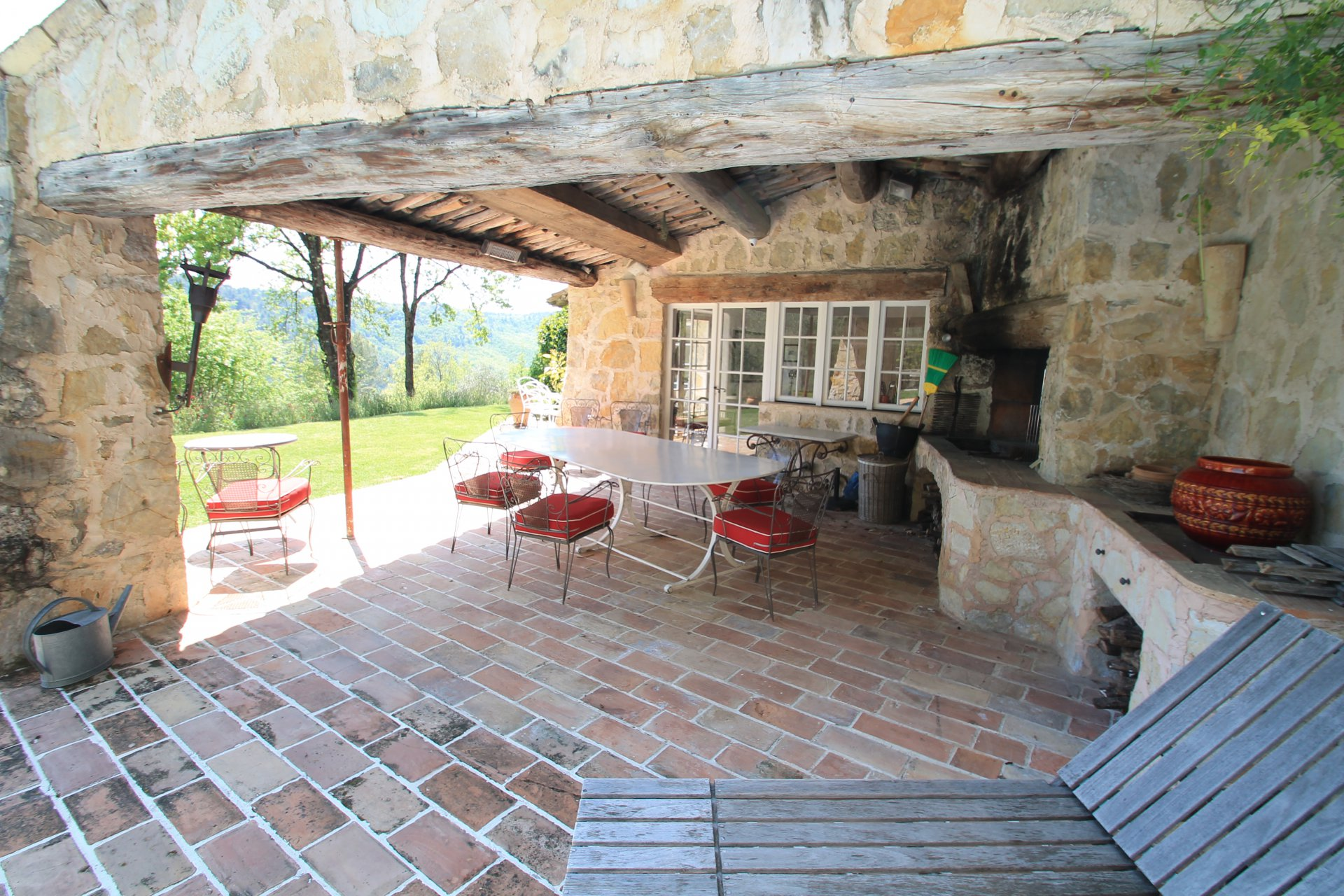 Beautiful Provençale villa build by famous architect Robert Dallas