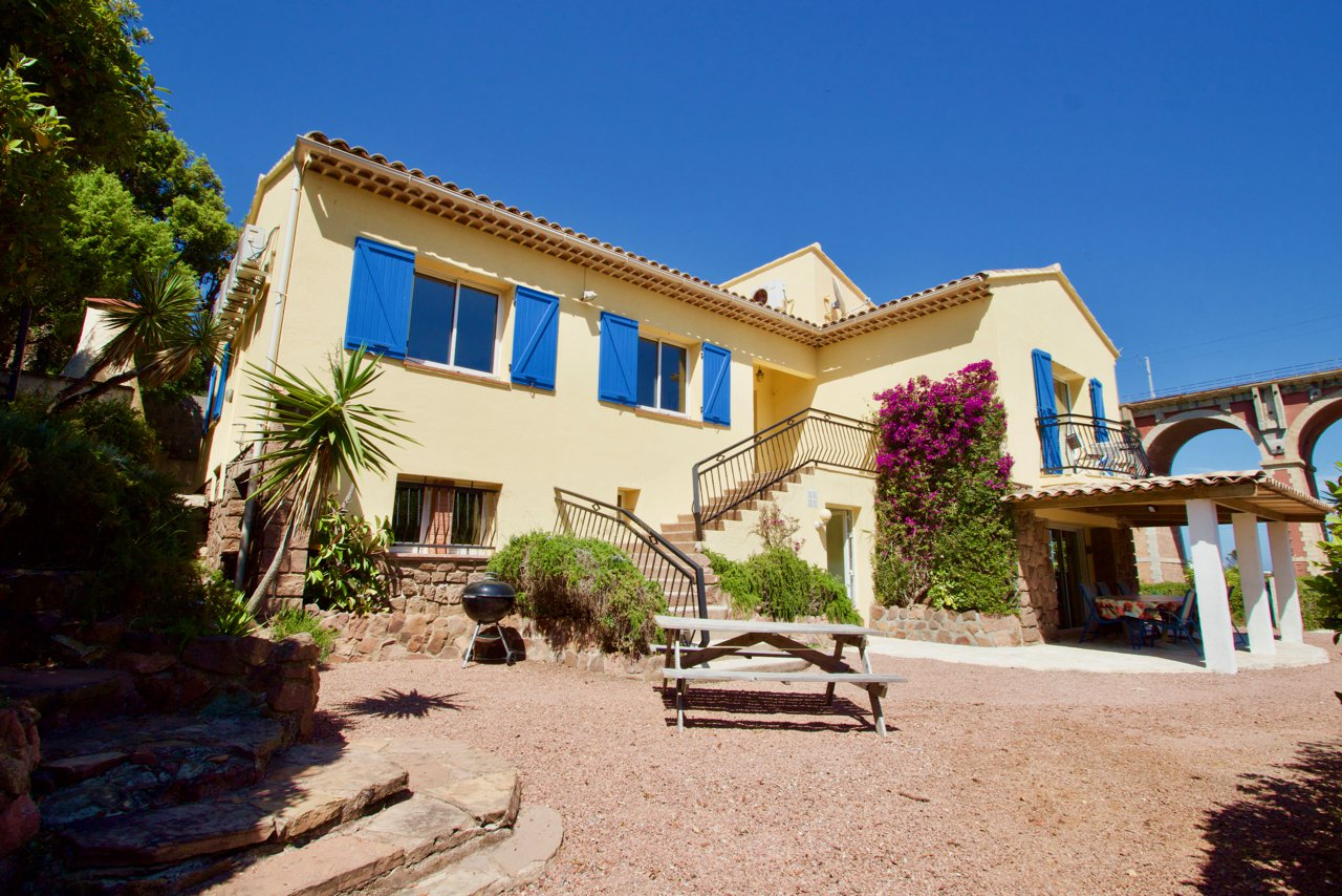 SAINT RAPHAEL - ANTHEOR | Spacious 2-layer villa at walking distance of the sea