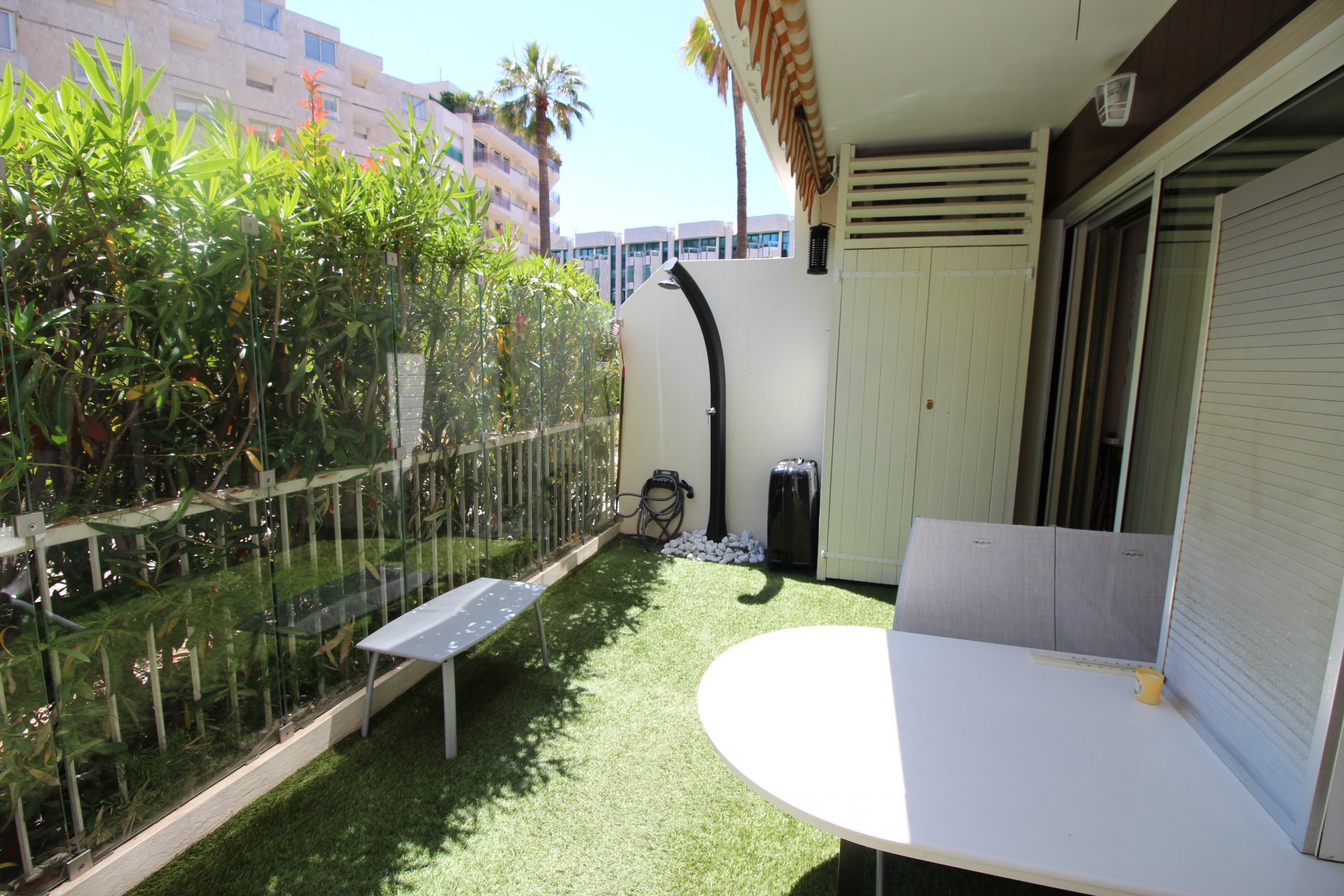 Banane, one bedroom apartment with sleeping area, terrace.