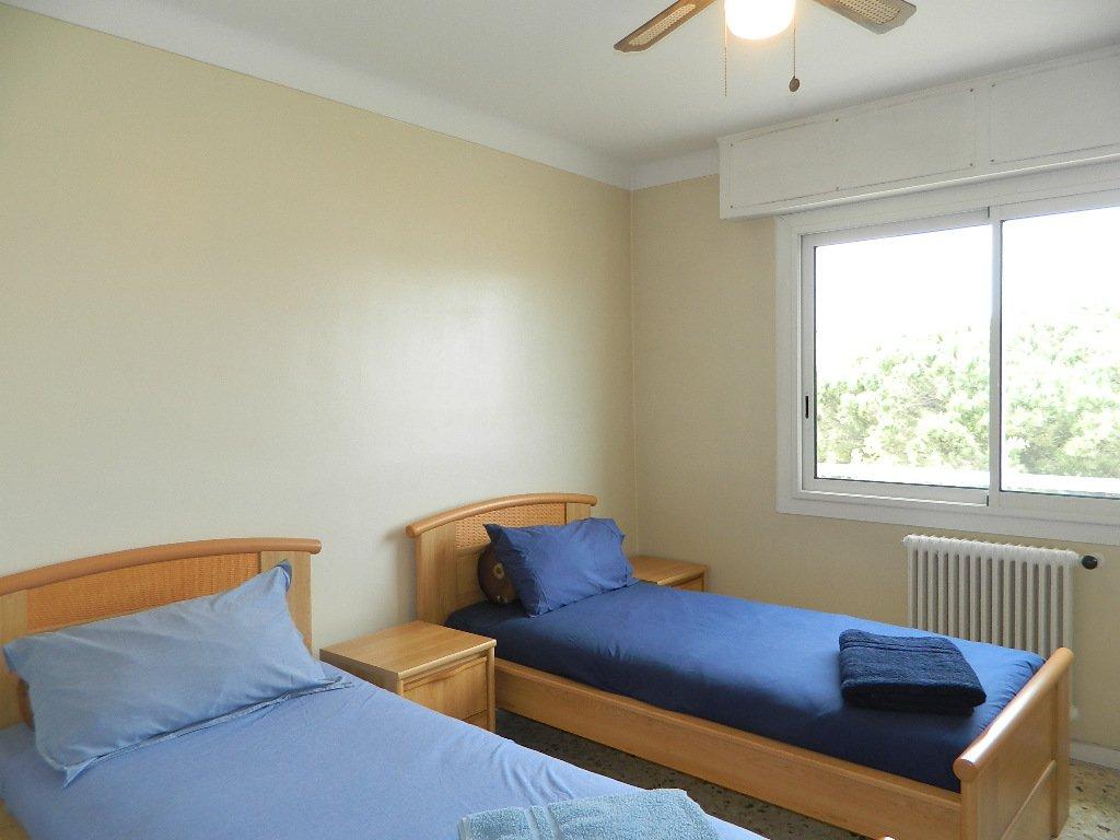 2 Bedroom /2 Bathroom apartment - Near the port of Antibes  - Ref s115