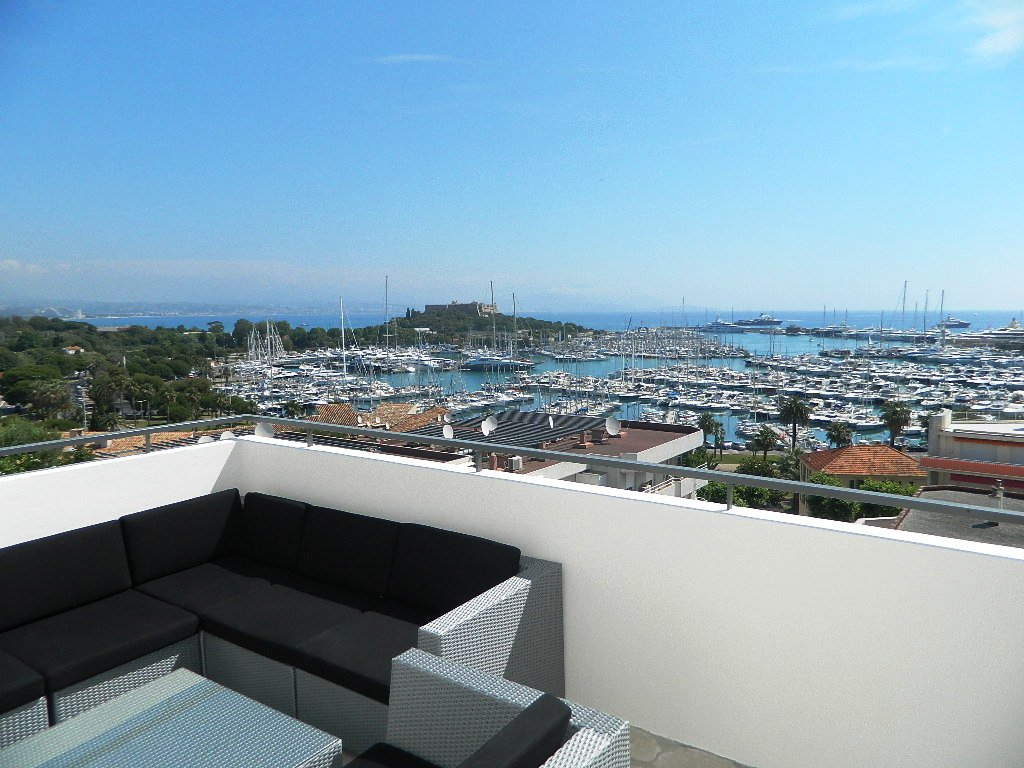 3 Bedroom apartment on the port of Antibes with SEA VIEWS - ID Lastoria