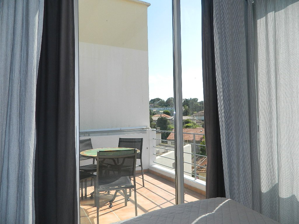 TOP FLOOR studio/1 bedroom apartment - 300 meter from the beach!