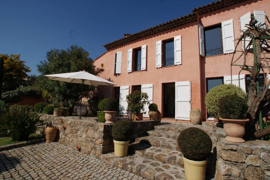 GOLFE JUAN MAURUCHE - AUTHENTIC COUNTRY HOUSE 150 M²