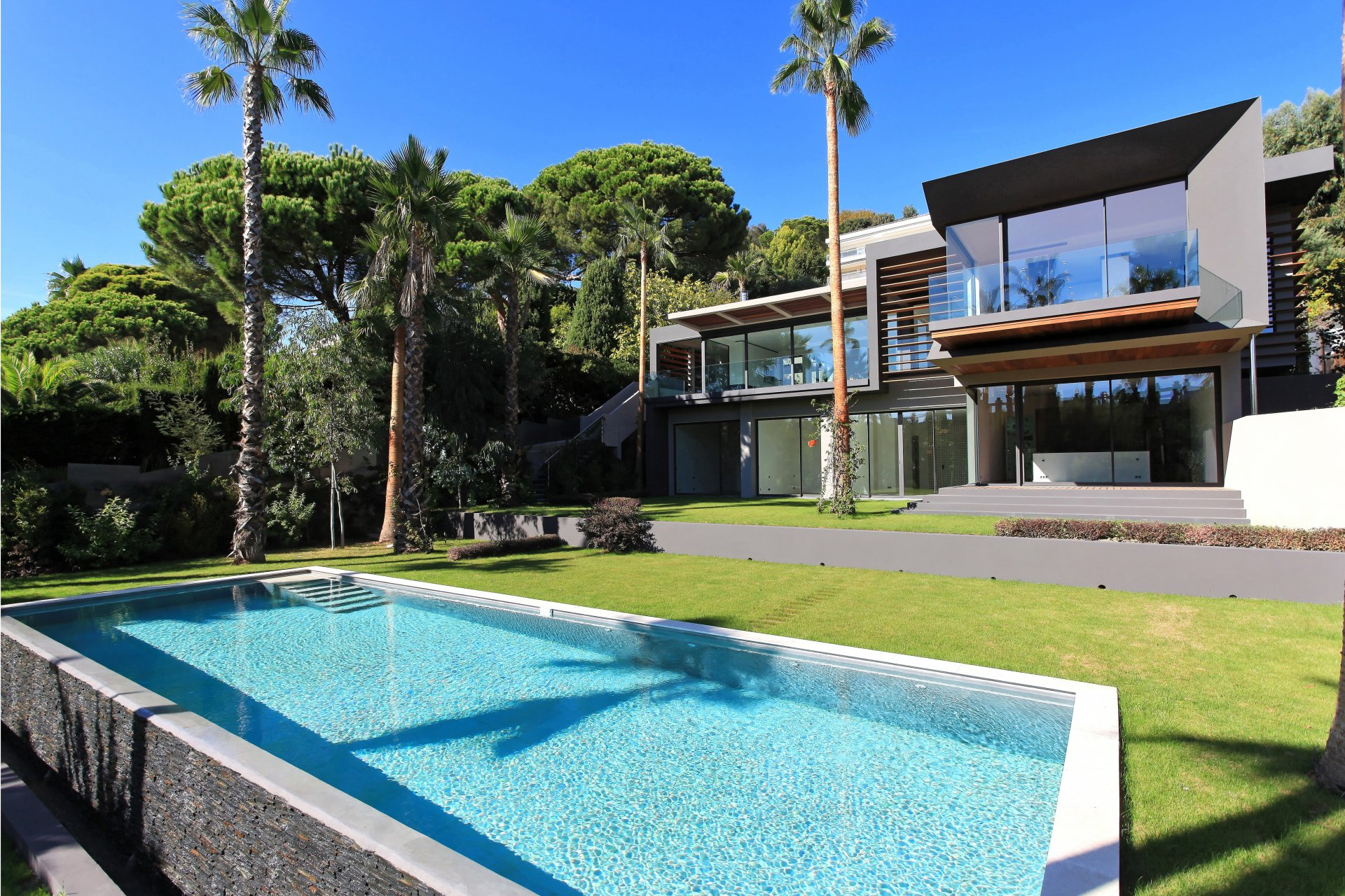 CANNES CALIFORNIE - VILLA CONTEMPORAINE DE 470 M²