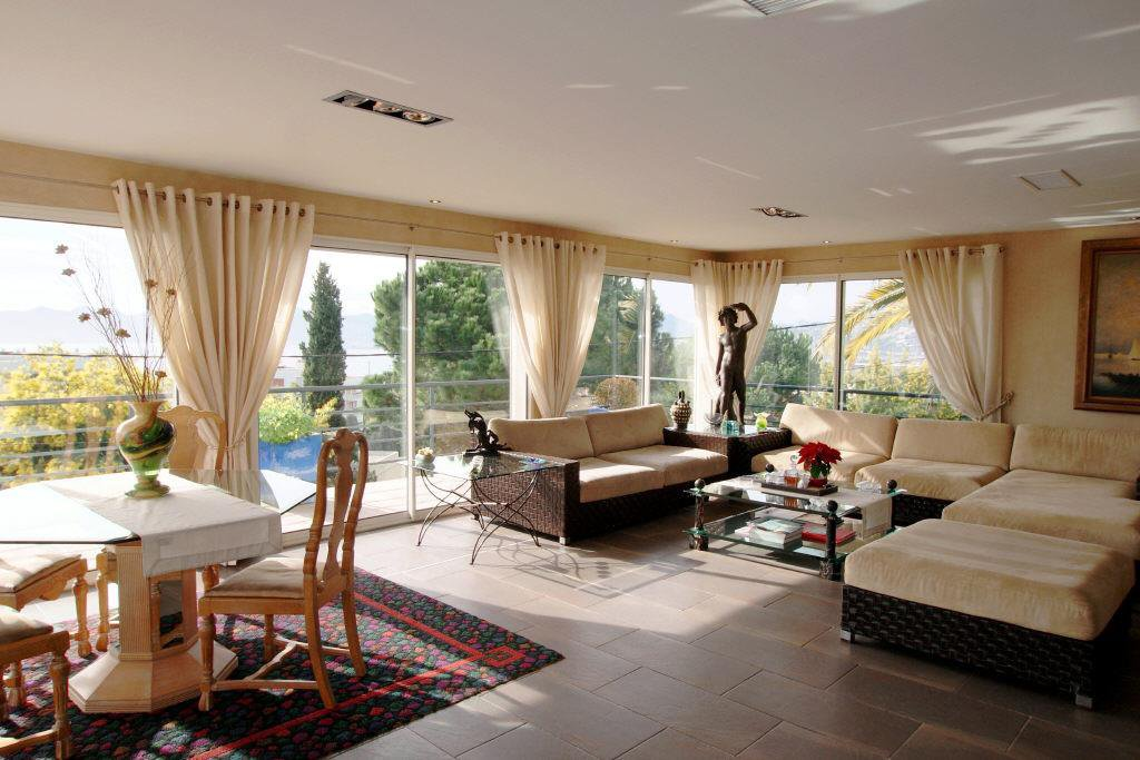 CANNES CROIX DES GARDES ATTRACTIVE CONTEMPORARY VILLA 220 M²