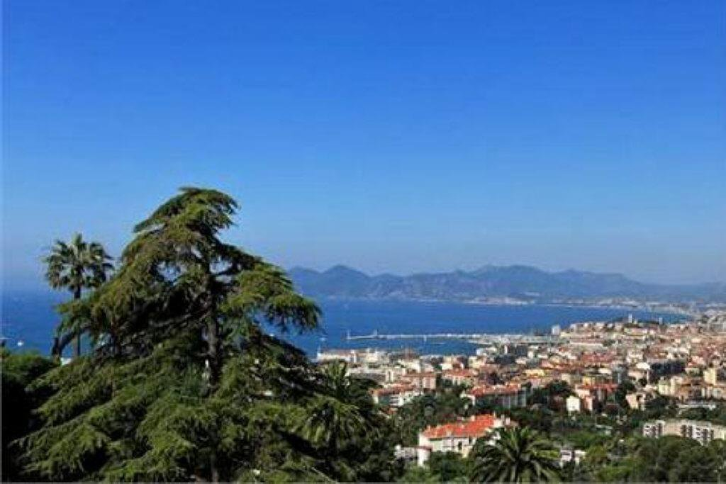 CANNES IN THE HEART OF CALIFORNIE - VAST AND ELEGANT PROPERTY 600 M²