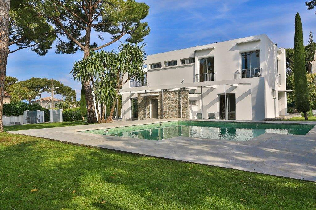 CAP D'ANTIBES - CONTEMPORY VILLA  CLOSE TO THE BEACH - SWIMMING POOL