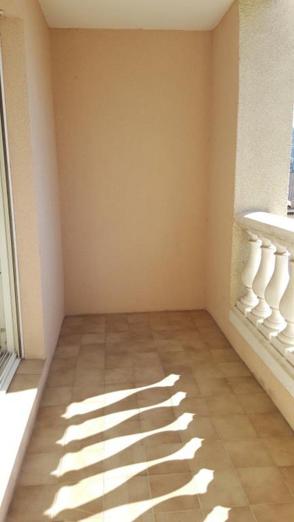 AVENUE MENDIGURENTrès joli studio situé au 4ème étage d'un immeuble sécurisé dans une résidence  ...