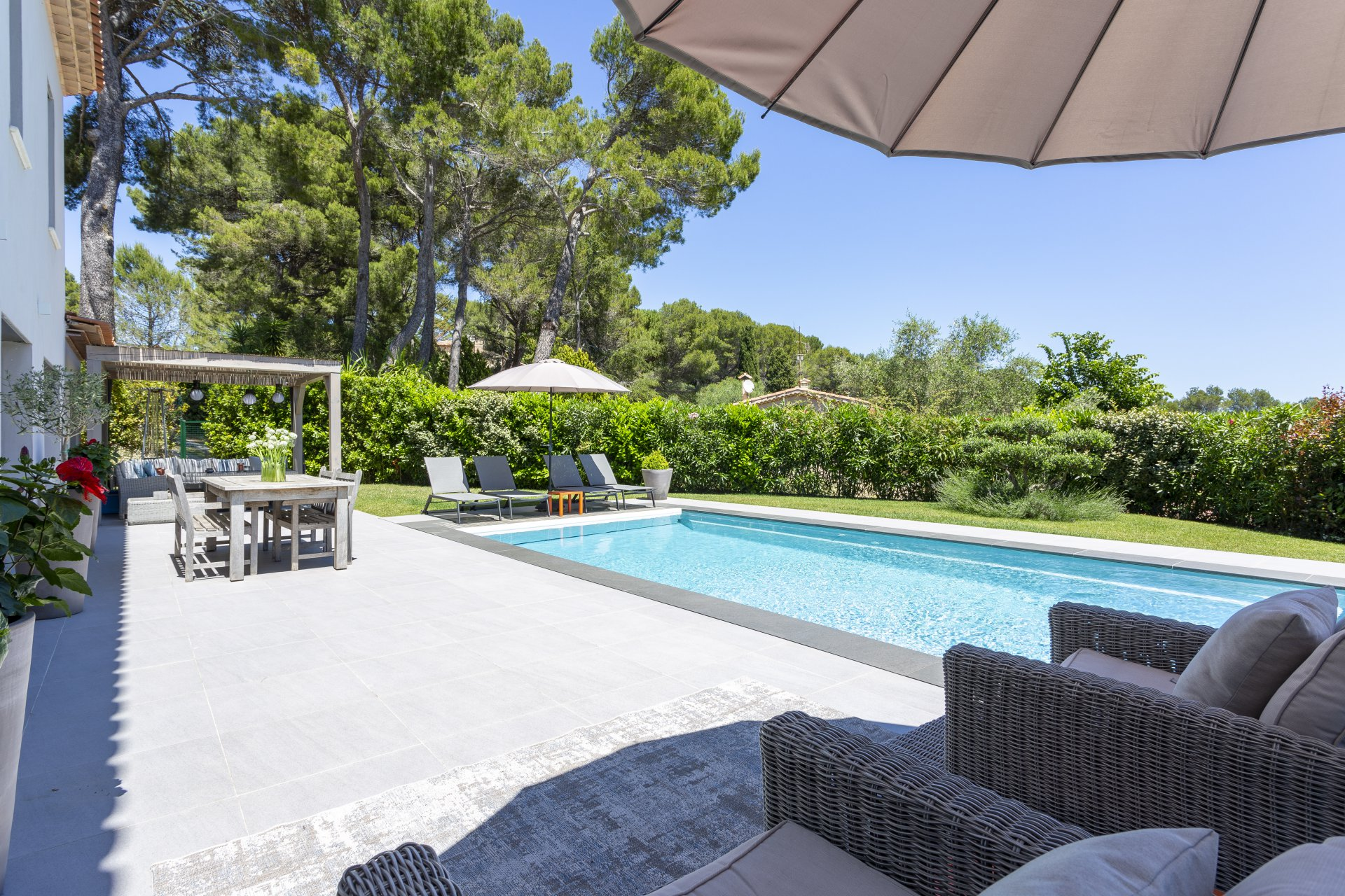 CLOSE TO CANNES - BEAUTIFUL BRAND NEW VILLA