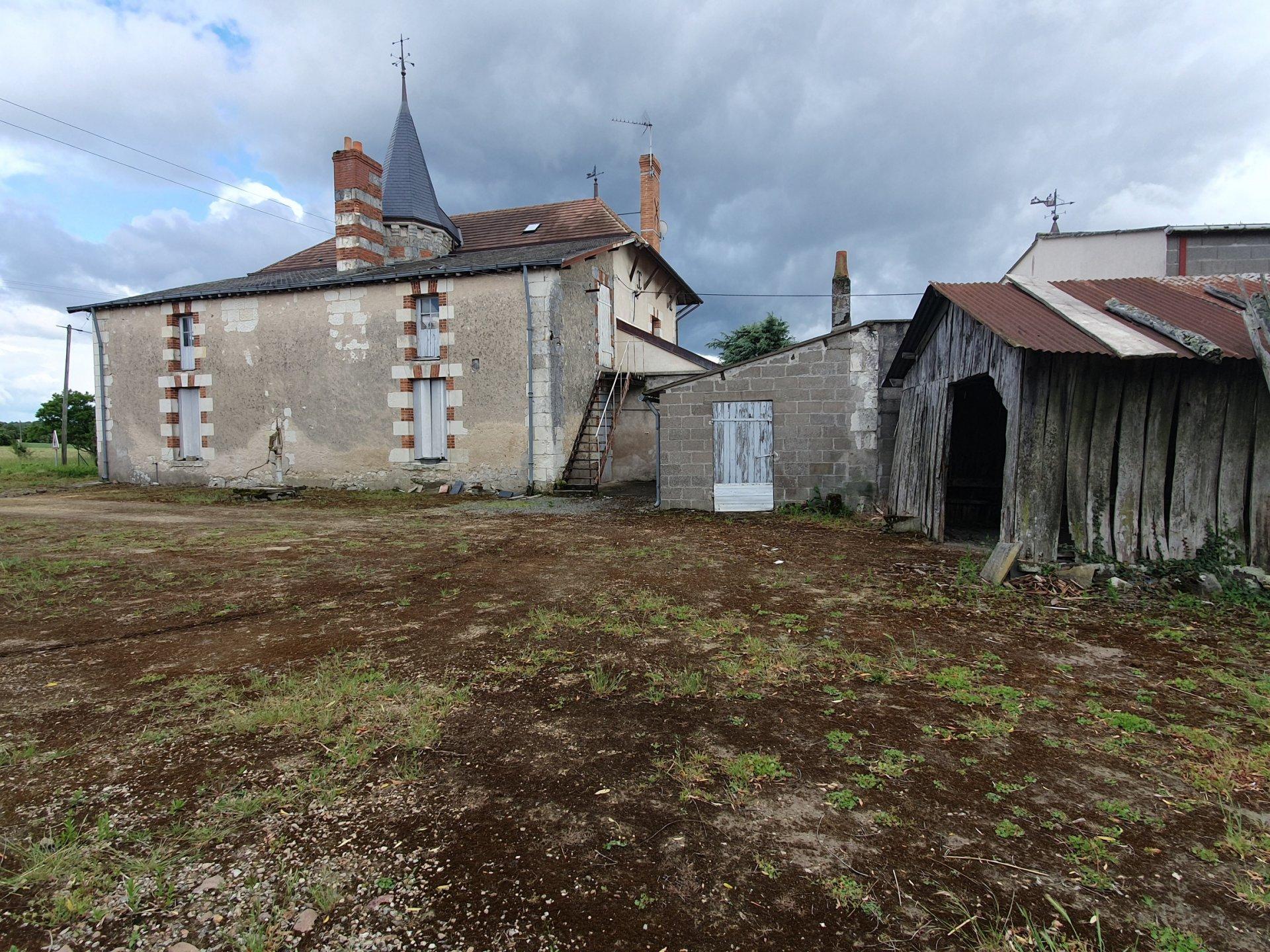Sale House - Gizeux